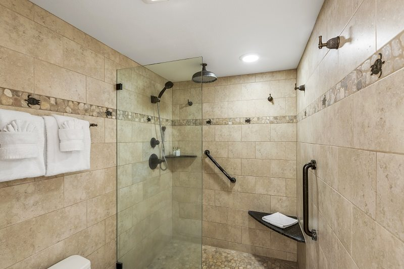 Professionally cleaned Maui vacation rental bathroom waiting for new guest to arrive